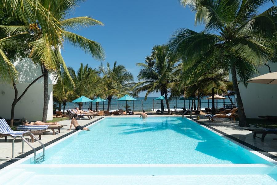 hotel met zwembad arugam bay